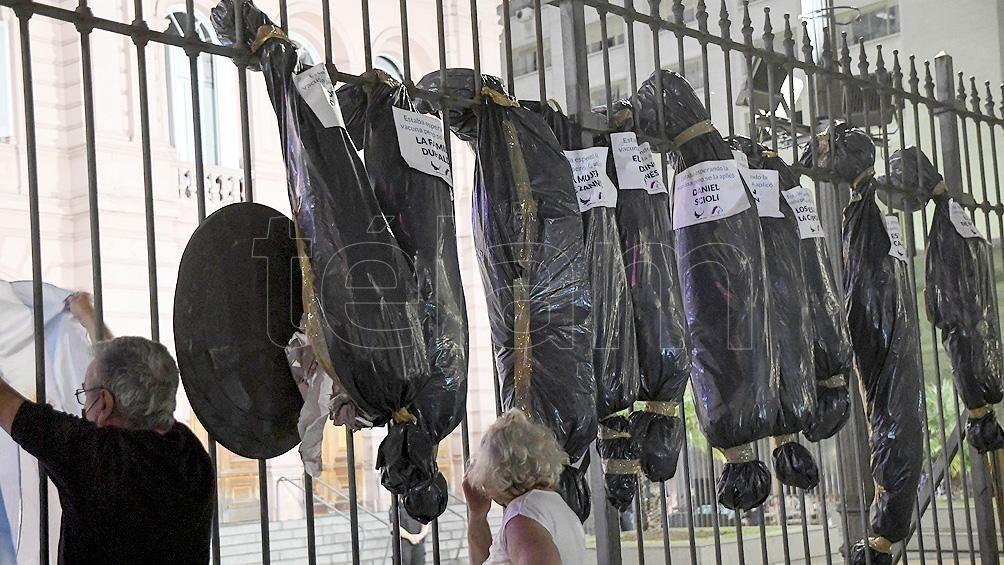 Enviaron a Comodoro Py la denuncia por las bolsas mortuorias en Plaza de Mayo