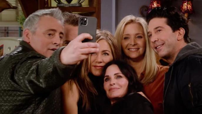 """Soledad, depresión, adicciones y dinero: las luchas de los actores de """"Friends"""" desde que terminó el programa hace 17 años"""