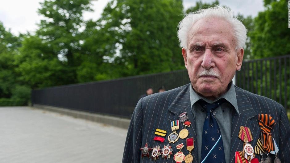 A los 98 años, murió el último soldado liberador de Auschwitz