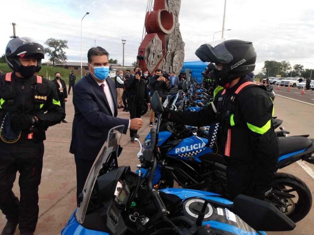 En el Día de la Seguridad Vial, Capitanich entregó 12 motovehículos a la Policía Caminera