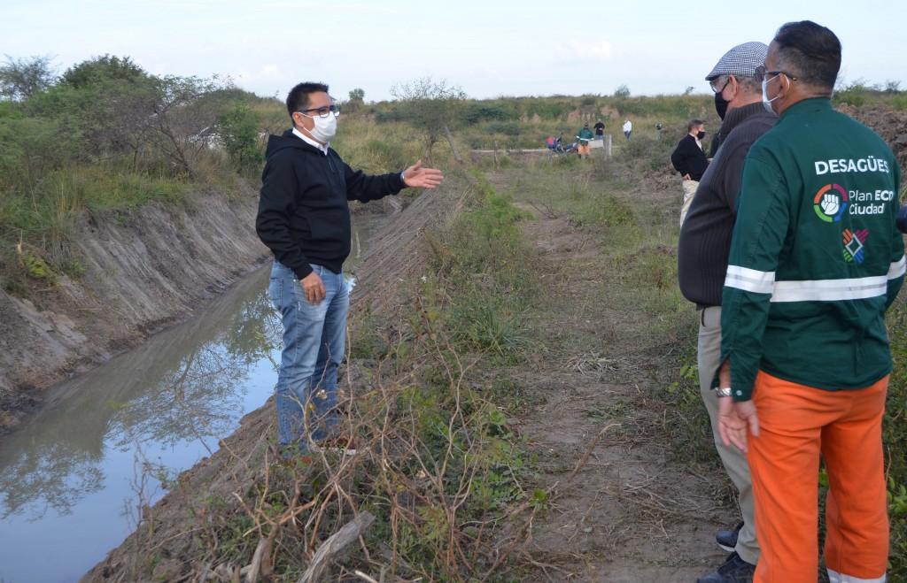 Gustavo Martínez recorrió obras de refuncionalización de desagües en la Zona Sur