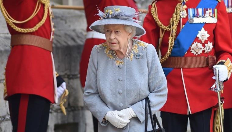 """La reina Isabel celebró su """"segundo cumpleaños"""" del año: por qué los monarcas tienen ese privilegio"""