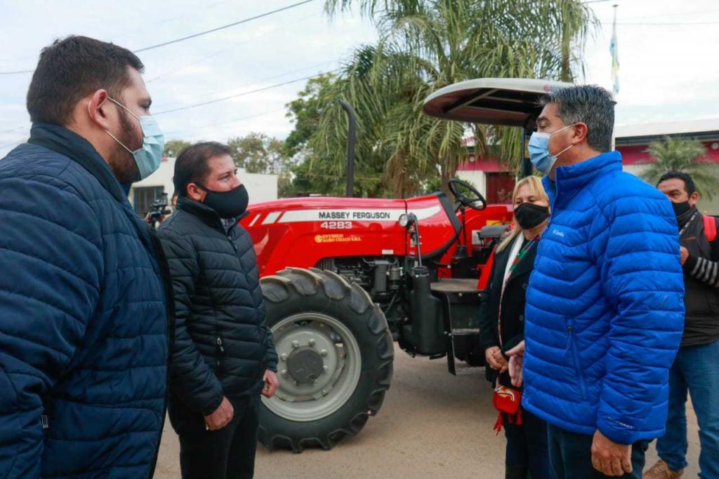 Línea 613: El Gobernador Jorge Capitanich entregó equipamiento al municipio de General Roca