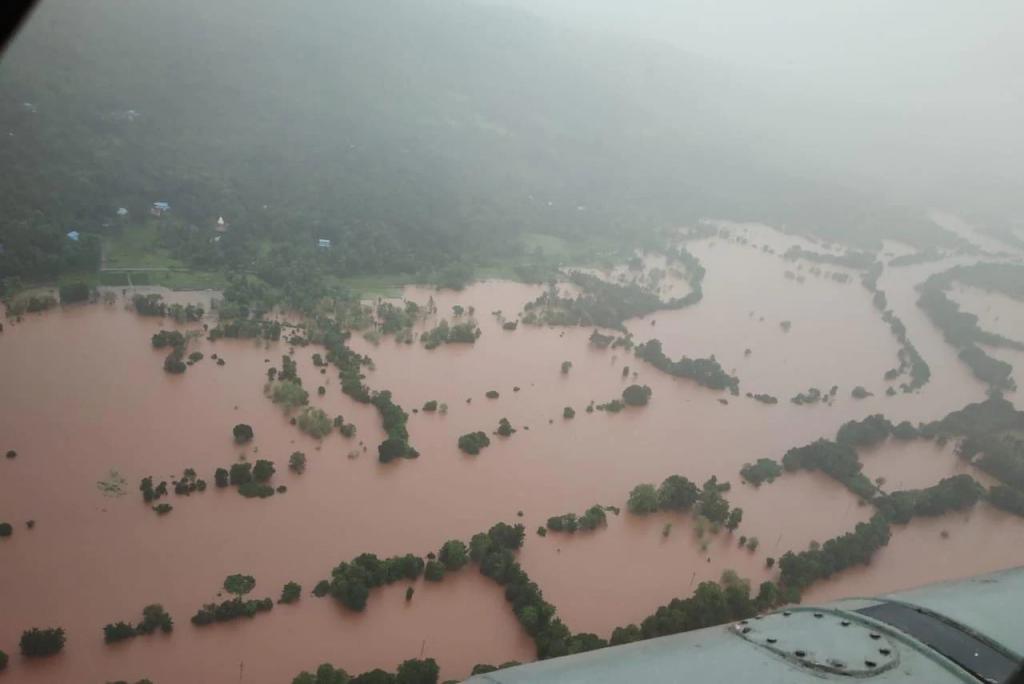 Al menos 44 muertos dejan deslizamientos de tierra en India