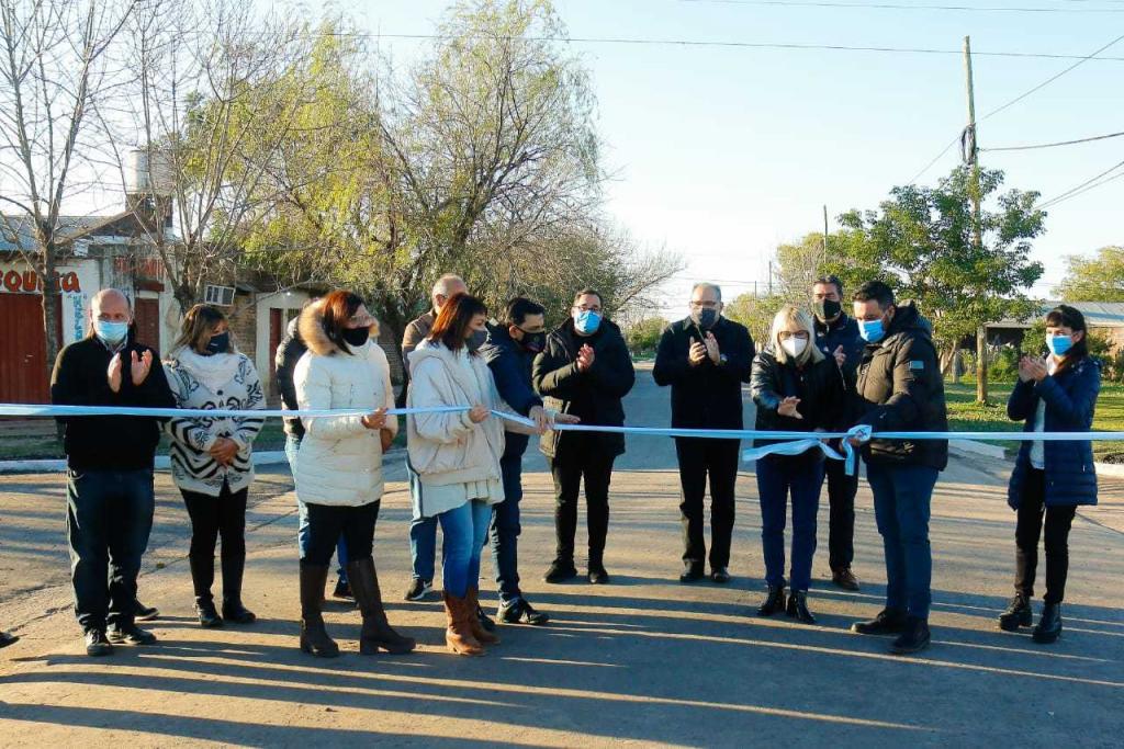 Inauguran 17 nuevas cuadras de pavimento y anunció la próxima licitación para las obras de la avenida Marconi