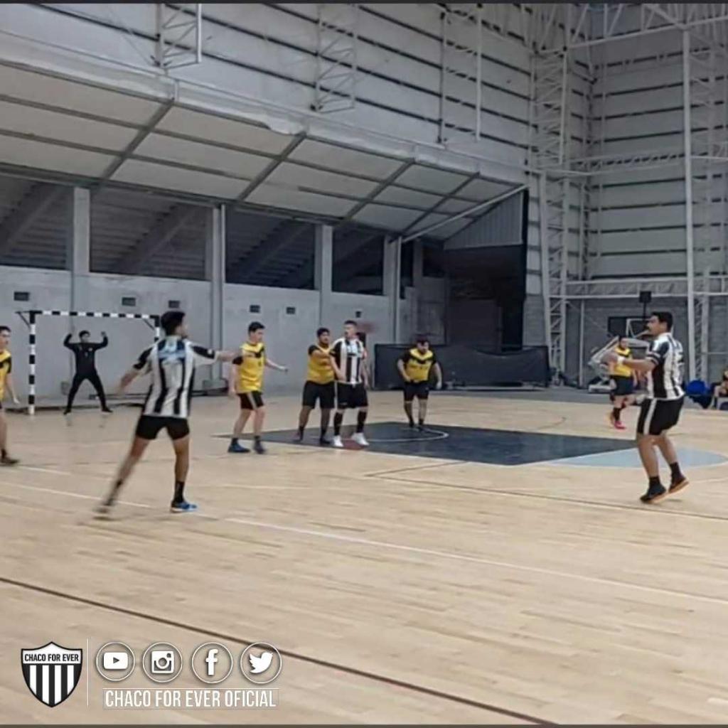 Handball: For Ever ganó, sigue invicto y como único puntero