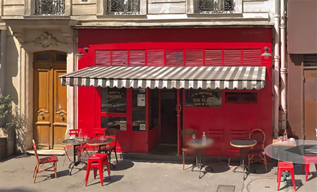 Un coche arrolla la terraza de un bar en París