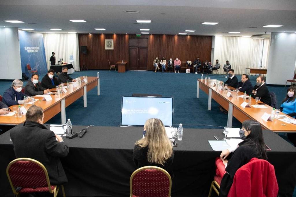 Hidrovía Paraná - Paraguay: Chaco recibió a representantes del NEA y Nación para avanzar en un plan federal