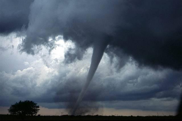 Dos tornados dejan cinco personas heridas en Pensilvania y provocan graves cortes de electricidad