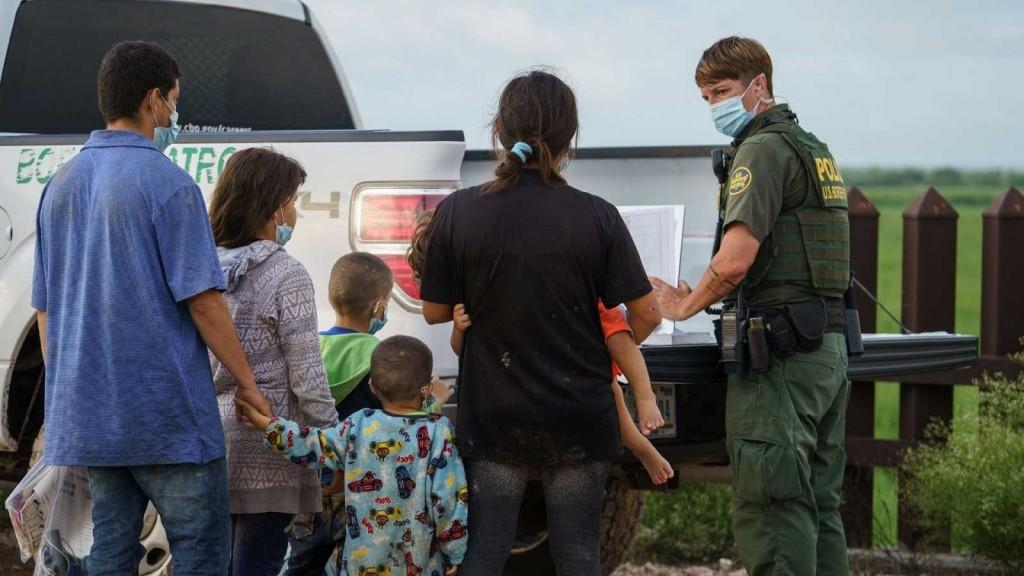 Estados Unidos amplía la expulsión de migrantes indocumentados en la frontera