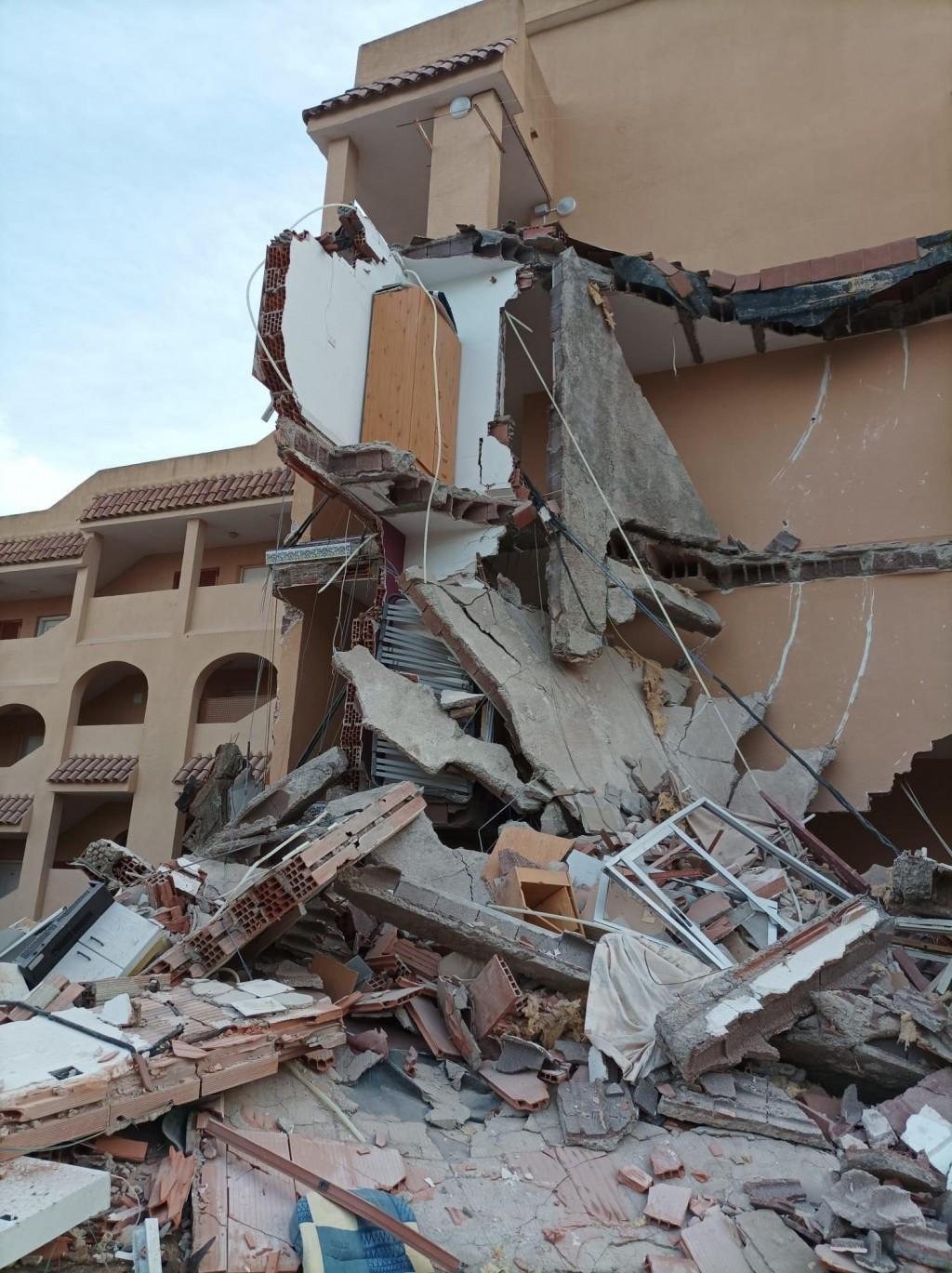 Se derrumbó un edificio en España y hay personas atrapadas