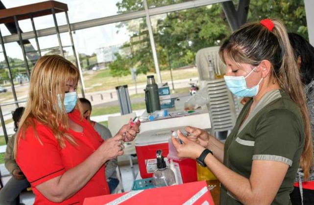 Campaña de vacunación contra COVID-19 continúa este sábado 4