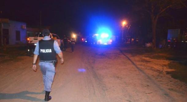 Quisieron detener a joven, los vecinos agredieron a los policías