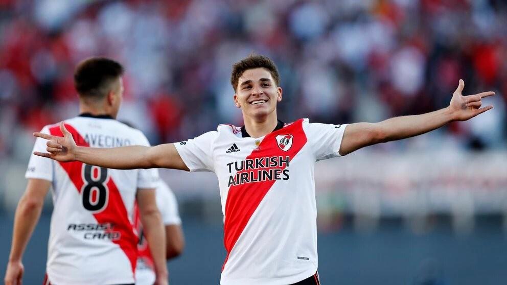 River Plate recibe a Argentinos con la misión de dar otro paso hacia el título